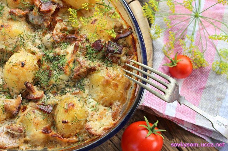 Картошка с лисичками и сметаной